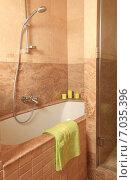 Купить «Интерьер ванной комнаты из натурального камня», эксклюзивное фото № 7035396, снято 10 декабря 2014 г. (c) Яна Королёва / Фотобанк Лори