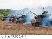 Купить «Колонна украинских основных боевых танков Т-64БВ на марше», фото № 7035444, снято 7 сентября 2013 г. (c) Сергей Попсуевич / Фотобанк Лори