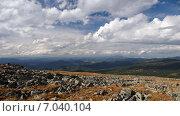 Предгорья Алтая под белыми облаками. Стоковое фото, фотограф Александр Демьянов / Фотобанк Лори