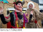 Купить «Ряженые (группа Baldu Kids) во время празднования Широкой Масленицы на территории парка Музеон центре города Москвы», фото № 7042004, снято 22 февраля 2015 г. (c) Николай Винокуров / Фотобанк Лори