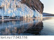 Купить «Байкал. Отражение скал в зеркальной глади льда февральским вечером», фото № 7043116, снято 21 февраля 2015 г. (c) Виктория Катьянова / Фотобанк Лори