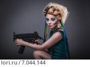 Девушка с оружием в национально -патриотичном образе Украины (2014 год). Стоковое фото, фотограф Людмила Васильевна / Фотобанк Лори