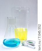 Сосуды для химических экспериментов. Стоковое фото, фотограф Илья Воловиков / Фотобанк Лори