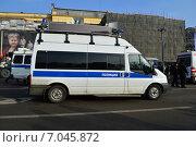 Купить «Полицейский автомобиль на Петровке. Москва», эксклюзивное фото № 7045872, снято 21 февраля 2015 г. (c) lana1501 / Фотобанк Лори