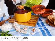 Купить «Woman pouring Traditional Russian soup», фото № 7046780, снято 22 февраля 2019 г. (c) Яков Филимонов / Фотобанк Лори
