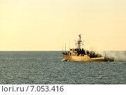 Военный корабль на закате (2014 год). Редакционное фото, фотограф Альховик Людмила / Фотобанк Лори