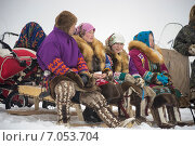 Купить «Женщины народности Ханты сидят на санях», фото № 7053704, снято 14 марта 2014 г. (c) Алексей Маринченко / Фотобанк Лори