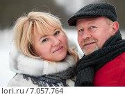 Купить «Счастливые взрослые мужчина и женщина стоят в обнимку зимой на прогулке», эксклюзивное фото № 7057764, снято 23 февраля 2015 г. (c) Игорь Низов / Фотобанк Лори