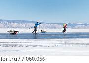 Купить «Байкал. Переход на коньках вдоль острова Ольхон», фото № 7060056, снято 22 февраля 2015 г. (c) Виктория Катьянова / Фотобанк Лори