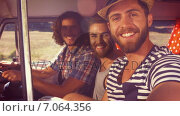 Купить «In high quality format hipster friends on road trip», видеоролик № 7064356, снято 5 июня 2020 г. (c) Wavebreak Media / Фотобанк Лори