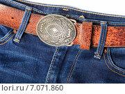 Купить «Кожаный ремень с декоративной пряжкой и синие джинсы», эксклюзивное фото № 7071860, снято 27 февраля 2015 г. (c) Яна Королёва / Фотобанк Лори