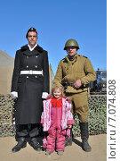 Купить «Маленькая девочка с военнослужащими разных эпох», эксклюзивное фото № 7074808, снято 10 мая 2013 г. (c) Иван Мацкевич / Фотобанк Лори