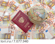 Купить «Глобус и паспорт на евро», фото № 7077940, снято 21 июня 2014 г. (c) Ласточкин Евгений / Фотобанк Лори