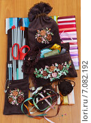 Купить «Рукоделие. Коричневый комплект для хранения швейных и вязальных принадлежностей, вышитый лентами», эксклюзивное фото № 7082192, снято 4 марта 2015 г. (c) Виктория Катьянова / Фотобанк Лори