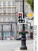 Купить «Красный запрещающий сигнал светофора», фото № 7083432, снято 31 марта 2020 г. (c) Vladimir Sviridenko / Фотобанк Лори