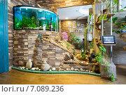 Купить «Жилая площадь квартиры с аквариумом», фото № 7089236, снято 4 марта 2015 г. (c) Алексей Маринченко / Фотобанк Лори