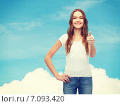 Купить «smiling teenager in blank white t-shirt», фото № 7093420, снято 26 февраля 2014 г. (c) Syda Productions / Фотобанк Лори