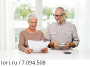 senior couple with money and calculator at home, фото № 7094508, снято 4 сентября 2014 г. (c) Syda Productions / Фотобанк Лори