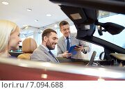 Купить «happy couple with car dealer in auto show or salon», фото № 7094688, снято 22 января 2015 г. (c) Syda Productions / Фотобанк Лори
