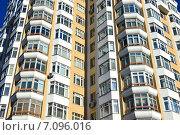 Купить «Четырнадцатиэтажный одноподъездный панельный жилой дом серии «Юбилейный». Хорошёвское шоссе, 84, корпус 5. Москва», эксклюзивное фото № 7096016, снято 18 февраля 2015 г. (c) lana1501 / Фотобанк Лори