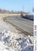 Купить «Грязный снег на обочине дороги», фото № 7098948, снято 9 марта 2015 г. (c) Икан Леонид / Фотобанк Лори