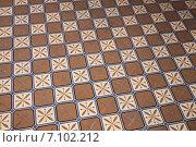 Купить «Старые плитки на полу», фото № 7102212, снято 25 октября 2014 г. (c) EugeneSergeev / Фотобанк Лори