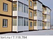 Купить «Заводоуковск. Новый трехэтажный дом», фото № 7118784, снято 17 декабря 2013 г. (c) Александр Тараканов / Фотобанк Лори