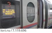 Купить «Сапсан. Люди. Вокзал», видеоролик № 7119696, снято 13 марта 2015 г. (c) Звездочка ясная / Фотобанк Лори