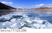 Купить «Байкал. Солнечный зимний день. Гладкий лед с белыми пузырями и трещинами», видеоролик № 7123296, снято 14 марта 2015 г. (c) Виктория Катьянова / Фотобанк Лори