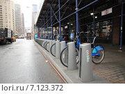 Велопарковка в Нью-Йорке (2014 год). Редакционное фото, фотограф Алексей Мальцев / Фотобанк Лори