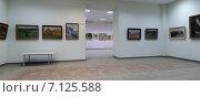 Купить «Интерьер Балашихинской картинной галереи, выставка работ М.К. Аникеева», эксклюзивное фото № 7125588, снято 13 марта 2015 г. (c) Дмитрий Неумоин / Фотобанк Лори