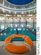 Купить «Спасательный круг в бассейне», фото № 7125748, снято 14 марта 2015 г. (c) Алексей Маринченко / Фотобанк Лори
