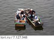 Европа. Чехия. Прага. Река Влтава. Рыбаки. (2014 год). Редакционное фото, фотограф Елена Чернецова / Фотобанк Лори