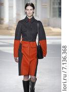 Купить «NEW YORK, NY - FEBRUARY 18: A model walks the runway at the Boss Womens fashion show during Mercedes-Benz Fashion Week Fall on February 18, 2015 in NYC.», фото № 7136368, снято 18 февраля 2015 г. (c) Anton Oparin / Фотобанк Лори
