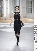 Купить «NEW YORK, NY - FEBRUARY 18: A model walks the runway at the Boss Womens fashion show during Mercedes-Benz Fashion Week Fall on February 18, 2015 in NYC.», фото № 7136384, снято 18 февраля 2015 г. (c) Anton Oparin / Фотобанк Лори