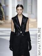 Купить «NEW YORK, NY - FEBRUARY 18: A model walks the runway at the Boss Womens fashion show during Mercedes-Benz Fashion Week Fall on February 18, 2015 in NYC.», фото № 7136392, снято 18 февраля 2015 г. (c) Anton Oparin / Фотобанк Лори