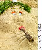 Фигура из песка, сделанная на пляже (2007 год). Редакционное фото, фотограф Мячикова Наталья / Фотобанк Лори