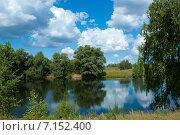 Красивое лесное озеро: облака отражаются в воде. Стоковое фото, фотограф Дмитрий Климов / Фотобанк Лори
