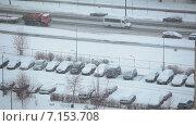 Купить «Снегопад в городе, вид на стоянку и автодорогу с машинами, спальный микрорайон Санкт-Петербурга», видеоролик № 7153708, снято 30 января 2015 г. (c) Кекяляйнен Андрей / Фотобанк Лори