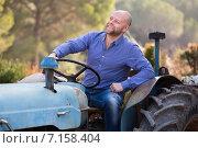 Купить «Farmers near agricultural machinery», фото № 7158404, снято 21 февраля 2019 г. (c) Яков Филимонов / Фотобанк Лори
