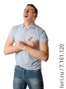 Молодой человек держит руку на груди. Боль в сердце. Стоковое фото, фотограф Петрова Инна / Фотобанк Лори