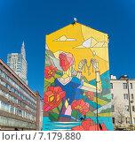Купить «Граффити на фасаде кирпичного жилого дома», фото № 7179880, снято 16 февраля 2015 г. (c) Pukhov K / Фотобанк Лори