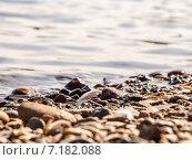 Каменный берег, вода, фон. Стоковое фото, фотограф Илья Алексеев / Фотобанк Лори