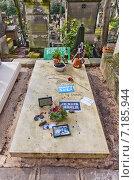 Купить «Могила французского певца Мано Соло (Mano Solo, настоящее имя Emmanuel Cabut, 1963-2010) на кладбище Пер-Лашез (Pere Lachaise) в Париже, Франция», фото № 7185944, снято 21 февраля 2015 г. (c) Иван Марчук / Фотобанк Лори