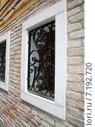 Купить «Кованые решетки на окнах», фото № 7192720, снято 31 марта 2007 г. (c) Робул Дмитрий / Фотобанк Лори