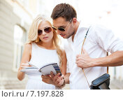 Купить «couple with tourist book in the city», фото № 7197828, снято 14 июля 2013 г. (c) Syda Productions / Фотобанк Лори