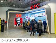 """Купить «Закусочная """"KFC"""" в Центральном детском магазине (Детском Мире)», эксклюзивное фото № 7200004, снято 31 марта 2015 г. (c) Константин Косов / Фотобанк Лори"""