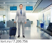 Купить «happy businessman in suit with travel bag», фото № 7200756, снято 29 января 2015 г. (c) Syda Productions / Фотобанк Лори