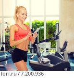 Купить «smiling sporty woman with smartphone and earphones», фото № 7200936, снято 8 мая 2014 г. (c) Syda Productions / Фотобанк Лори
