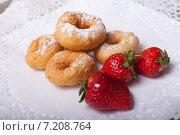 Пончики. Стоковое фото, фотограф Игорь Чекаев / Фотобанк Лори